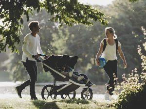 passeggino gemellare famiglia al parco